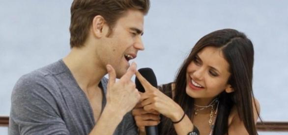 Nina Dobrev e Paul Wesley podem estar namorando, segundo sites americanos