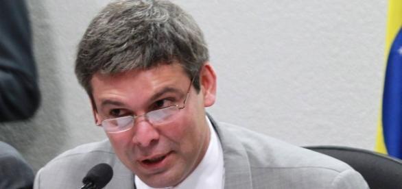 Senador petista Lindbergh Farias entrou em atrito com o ex-presidente Lula, em relação ao PT