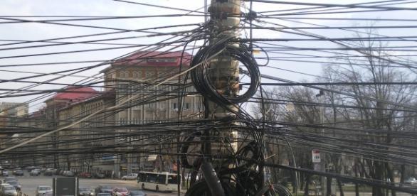Tokio una ciudad llena de cables eléctricos aereos