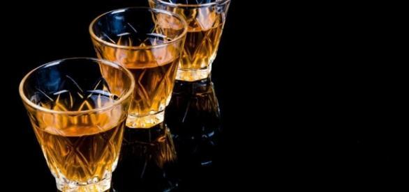 Alcol bevuto fuori pasto: è boom