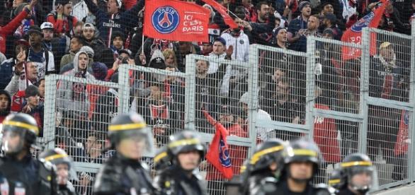 Des supporters du PSG saccagent une tribune du Parc OL, le club ... - rtl.fr