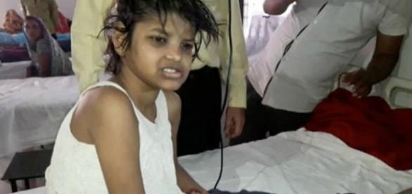 """Menina Mogli"" vivia na Índia, junto com os macacos"