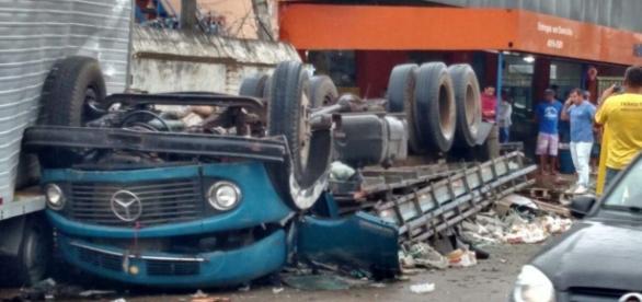 Motorista foi levado para o hospital com ferimentos leves e posteriormente liberado