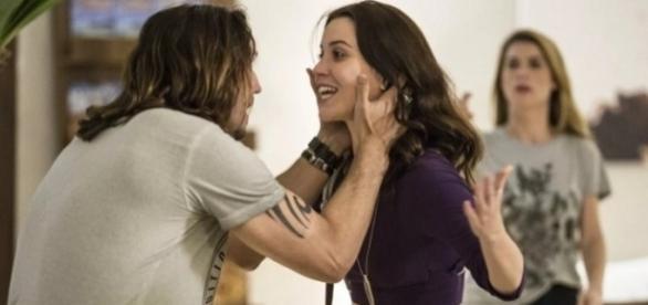 """Reviralvolta em """"Rock Story"""" promete esquentar a trama."""