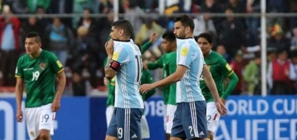 Seleção Argentina perdeu para a Bolívia nas Eliminatórias por 2 x 0. Foto: Olé.