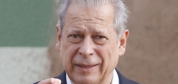 Aflito, José Dirceu manda recado para Lula e Dilma