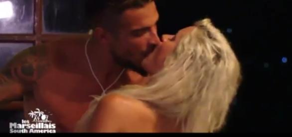 #LMSA Vidéo - Julien Tanti embrasse Carla, les internautes n'y croient pas !