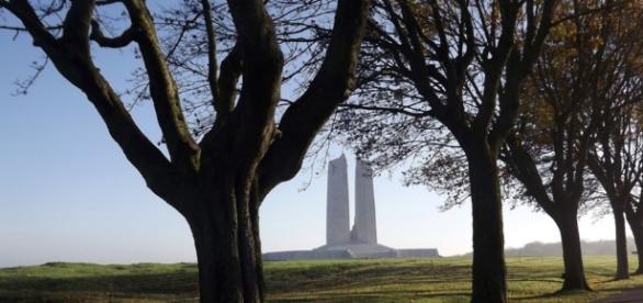 War memorial monument at Vimy, France / Photo CC0 Public Domain Pixabay.com