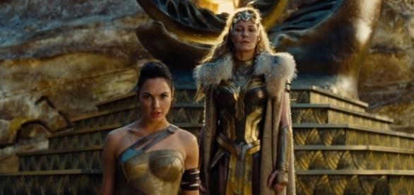 Diana de Themyscira junto a su madre, Hipólita. ¿Y su padre, Zeus?