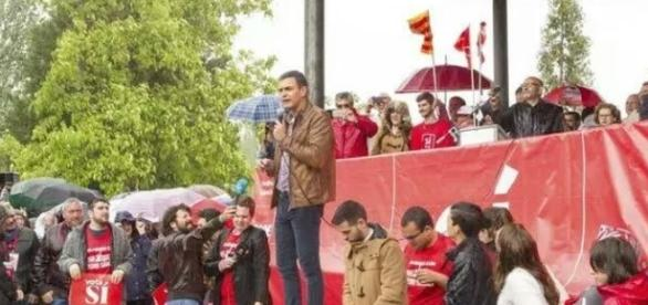 Pedro Sánchez en Mérida durante su charla