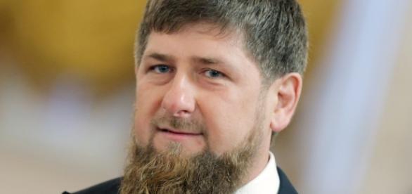 Ramzan A. Kadyrov, presidente da Chechênia, promove caça a homossexuais. Seu objetivo seria o de eliminar a população gay do país até o Ramadã.