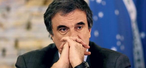 Eduardo Cardozo teria informado Dilma sobre o andamento das investigações