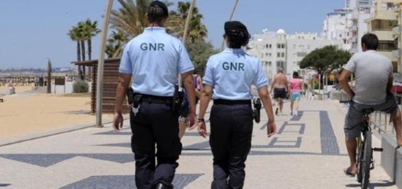 Militares da GNR de Albufeira acabam agredidos por homem britanico