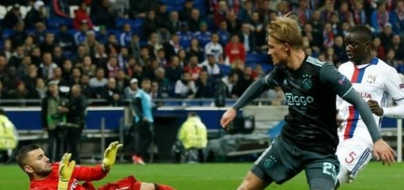 El Ajax contó con el gol del Dolberg de visita para pasar a la final. The Sun.co.uk.