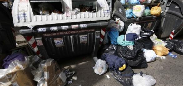 L'emergenza rifiuti a Roma continua.