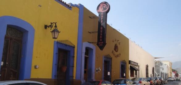 Fachada del mitico Cafe Iguana
