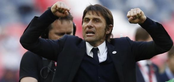 Mudanças táticas feitas por Conte foram responsáveis para arrancada do Chelsea (Foto: Reuters)