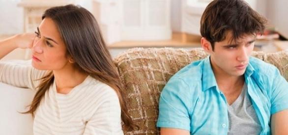 Ciúme em excesso desgasta o relacionamento e machuca a ambos