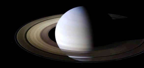 Fig.1 Saturno (sonda Cassini. Scientific American)