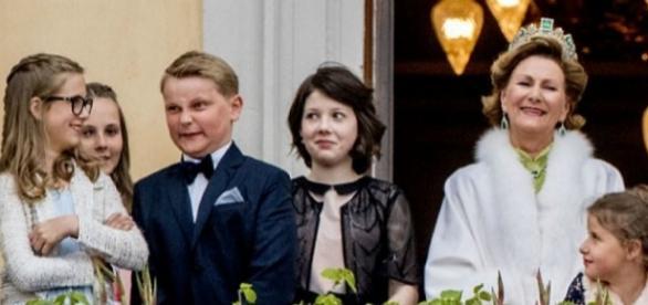 Príncipe Sverre Magnus com a família real da Noruega