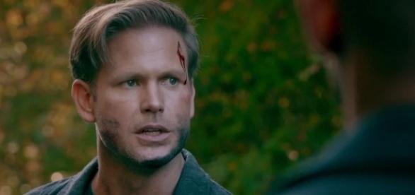 """""""The Originals"""" 4x08: Alaric, de """"TVD"""", ajudou os Mikaelson a encontrar os ossos da Hollow (Foto: CW/Screencap)"""