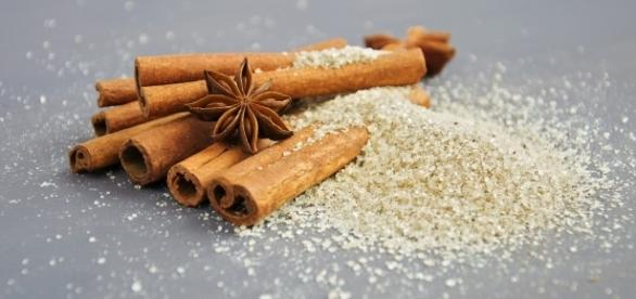 Cinnamon is a super food that helps to burn belly fat | Photo via Pixabay