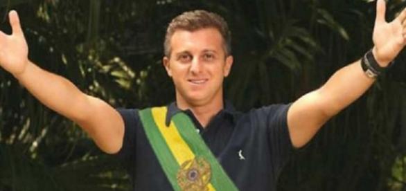 Luciano confirma seu interesse em entrar na política e fala sobre se vai ser candidato à presidência da República