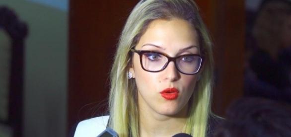 Deputada Janaína Riva tem foto íntima vazada no WhatsApp