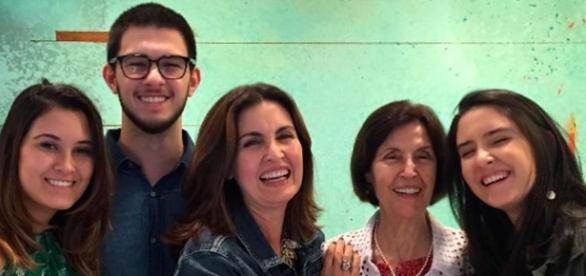 Fátima Bernardes surge ao lado da sua mãe