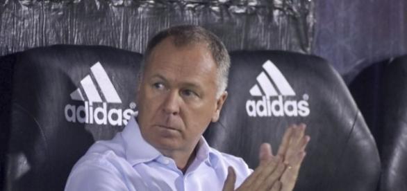 Jogador é o segundo reforço para o ataque de Mano Menezes