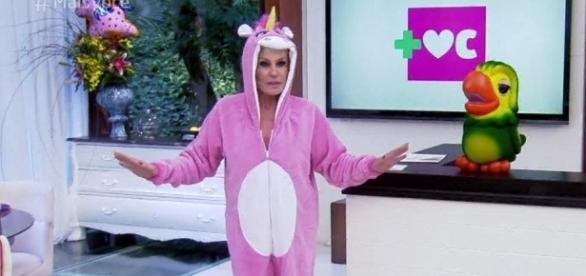 Ana Maria Braga abre o programa com pijama de unicório ( Foto: Reprodução TV Globo)