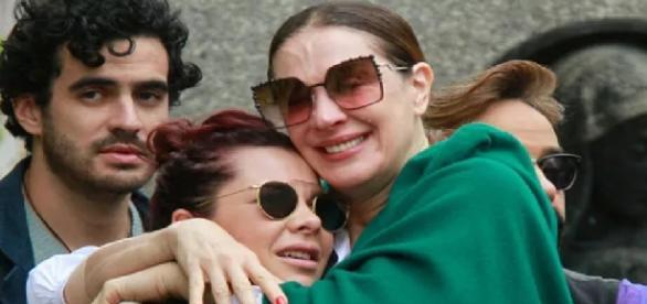 Atrizes Claudia Raia e Fernanda Sousa choram a morte do amigo global Marcos Tumura