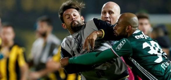 Felipe Melo pegou seis partidas de suspensão por agredir adversário
