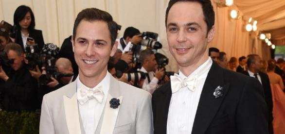 Jim Parsons se casó con su novio de hace 14 años   El Sumario - Lo ... - elsumario.com