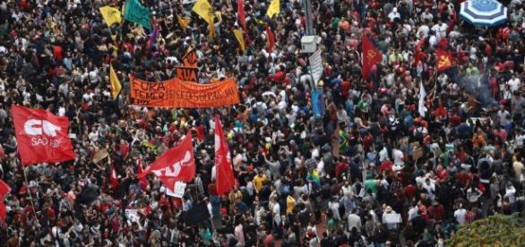 Manifestações exigem saída do presidente Michel Temer