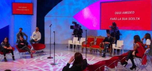 Uomini e Donne, puntata del 28 ottobre [DIRETTA LIVE] | Televisionando - televisionando.it