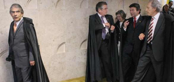 Aécio cita tentativa de acordo com ministro do STF