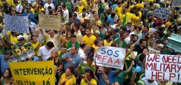 Manifestações pedem a renúncia do presidente Michel Temer