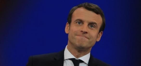 Emmanuel Macron désormais sous les 60%
