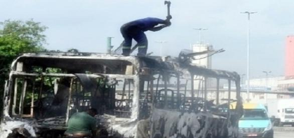 Guerra entre traficantes isola Baixada Fluminense no Rio
