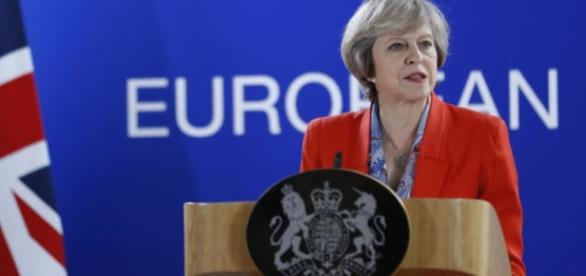 La premier inglese Theresa May è sempre più isolata in vista delle elezioni di giugno