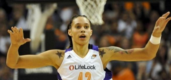 Brittney Griner scored 20 points and grabbed 13 rebounds in Friday's win over the Stars. [Image via Blasting News image library/newnownext.com]