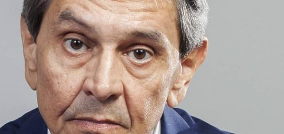 Presidente do PTB, Roberto Jefferson, defendeu o presidente da República, Michel Temer, durante entrevista à imprensa