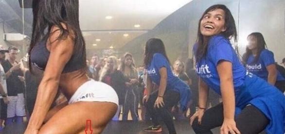 Esposa de Belo viraliza na internet com foto dançando zumba em uma academia