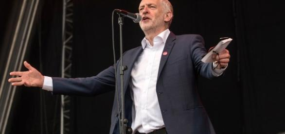 Jeremy Corbyn given rock star reception as he declares Merseyside ... - liverpoolecho.co.uk
