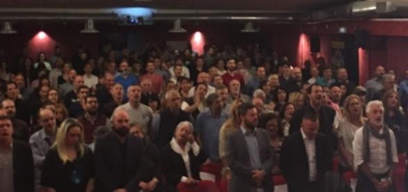 Oltre 300 persone hanno riempito il Teatro Manfredi