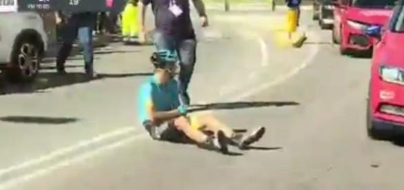 Tanel Kangert a terra dopo la caduta