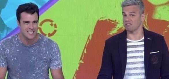 Otaviano Cossta (à direita) teve que corrigir Joaquim Lopes duas vezes durante o programa (Foto: Reprodução/Vídeo)