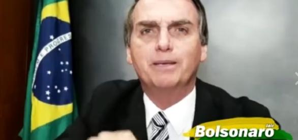 Grande polêmica faz Bolsonaro desmascara historiador (Foto: Reprodução/Facebook).