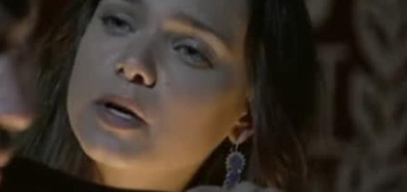 Joana é distraída por Zac na novela (Foto: Reprodução/Record TV)